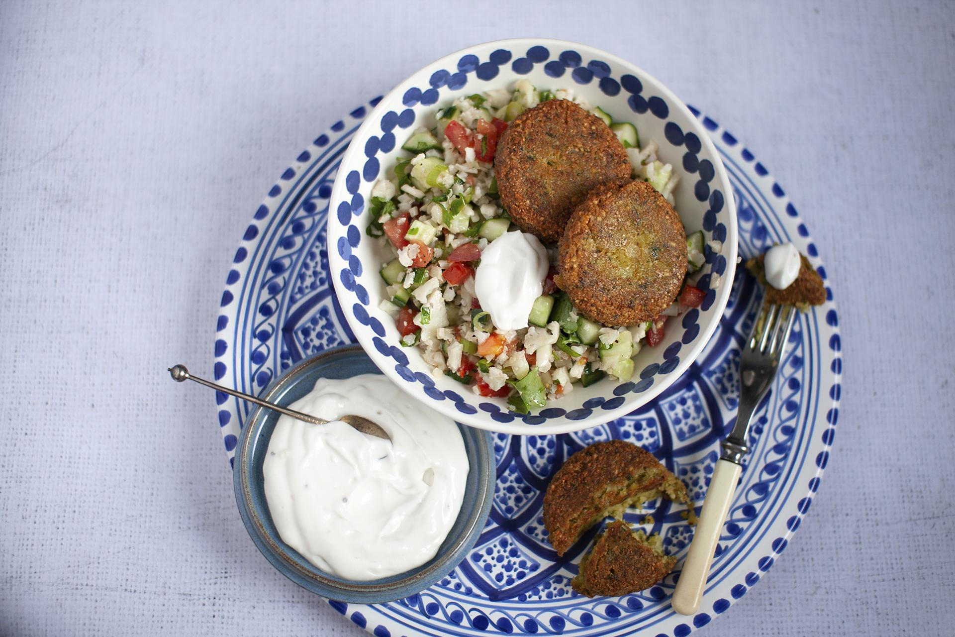 lagerblad-foods-falafel-pihvit-ja-kevyt-kukkakaalitabbouleh
